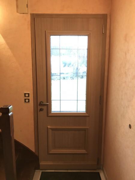 Porte d'entrée avec jour en verre